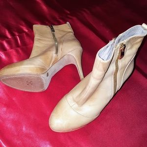EUC Vince Camuto ankle booties